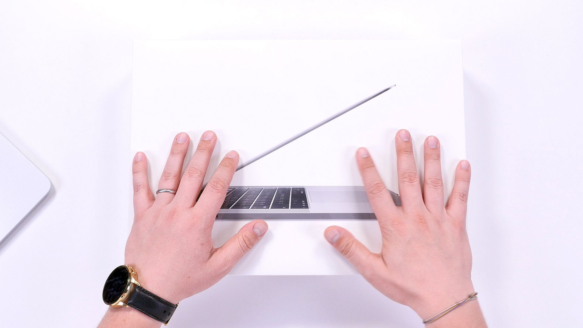 MACBOOK_15_PRO_RETINA_TOUCHBAR_2016_REVIEW_UNBOXING_BUHNICI1