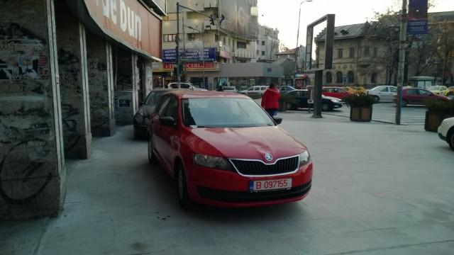 Masini parcate in Piata Romana (www.buhnici (2)