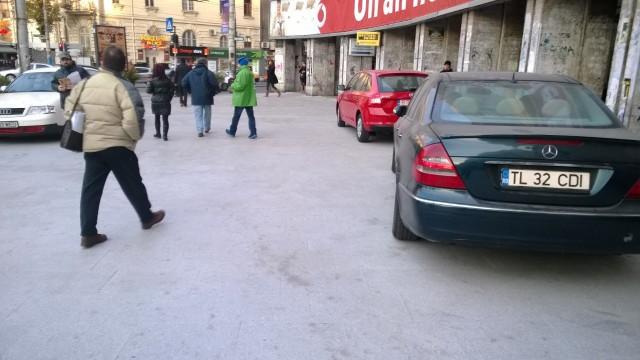 Masini parcate in Piata Romana (www.buhnici (9)