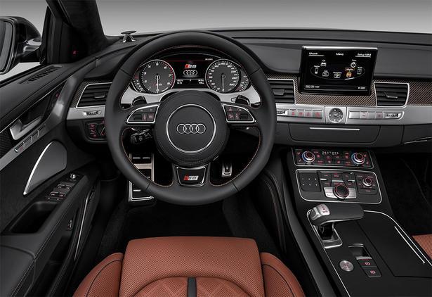 2014-Audi-S8-22